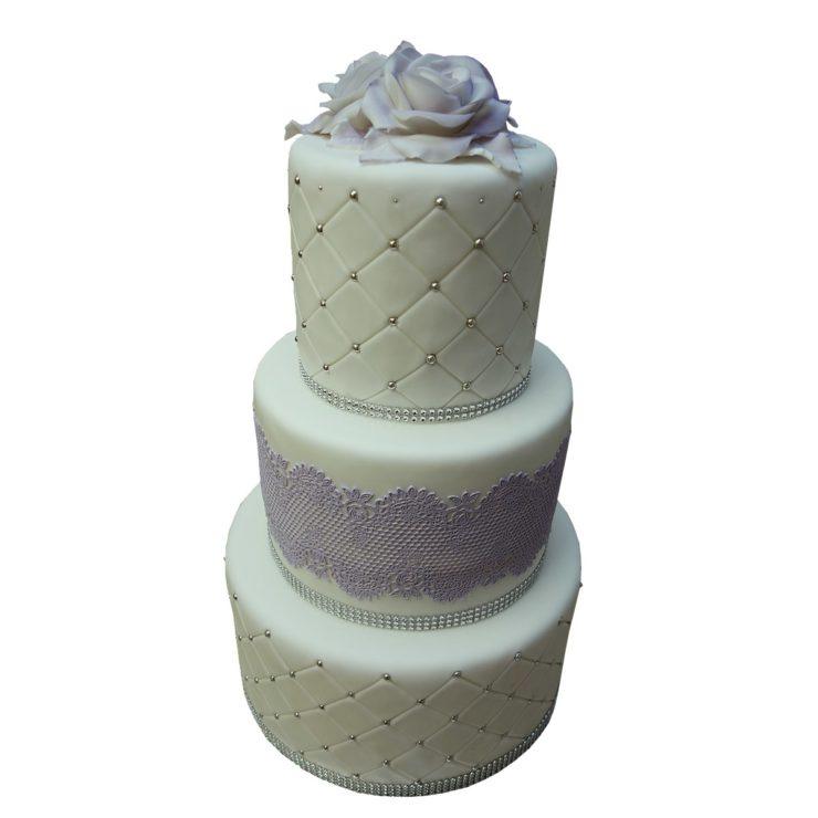 Patrový vyšší dort s jedlou krajkou a štrasem