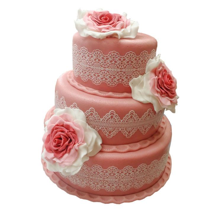 Patrový vyšší dort s velkými růžemi a jedlou krajkou